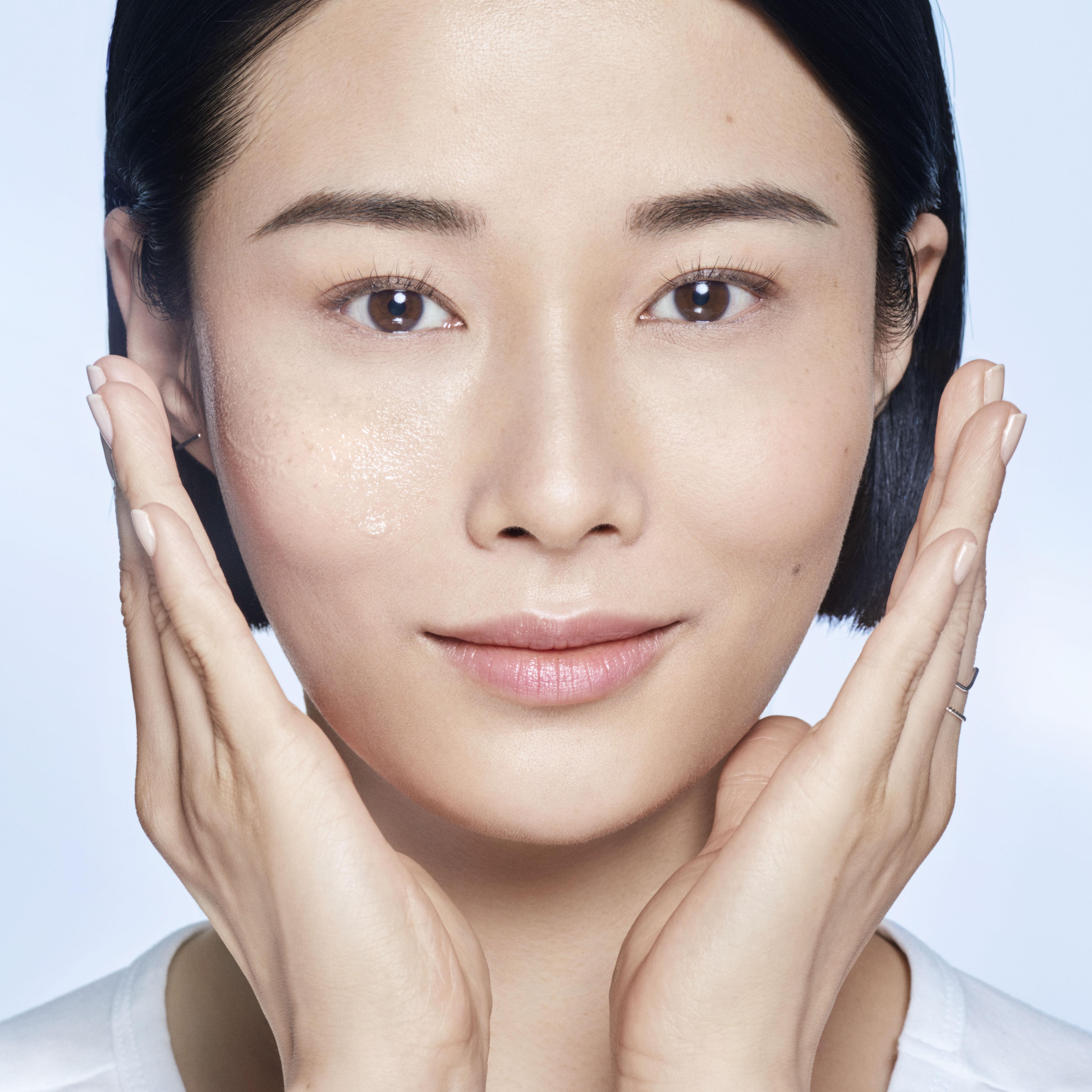 Clarifique Face Essence(极光水面部精华)