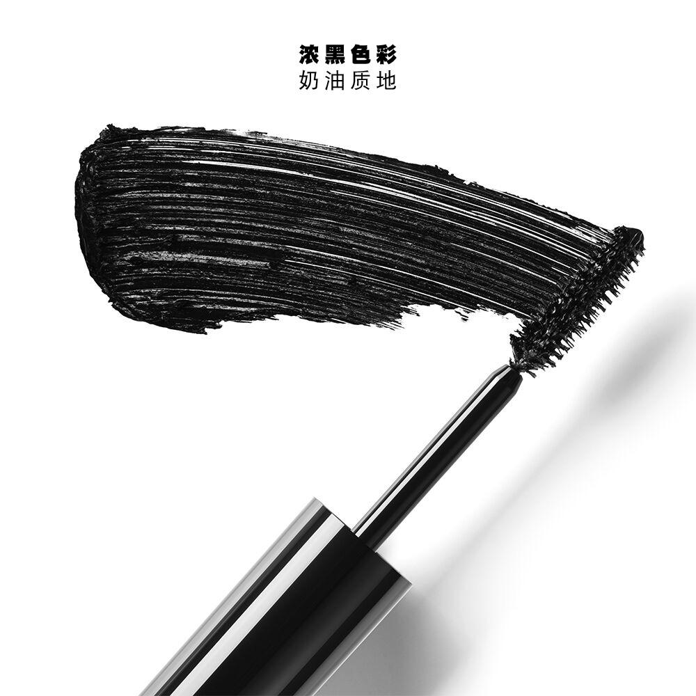 Lancôme Monsieur Big Volumizing Mascara (超丰盈睫毛膏)的质地样本,膏状防晕染配方和深黑色颜料